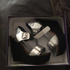Platform sandals size 9